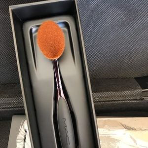 MAC cosmetic oval 6 foundation contouring brush.